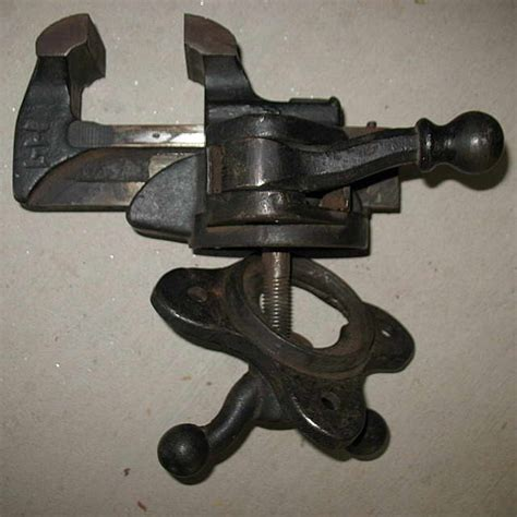 antique bench vise can anyone identify this antique bench vise