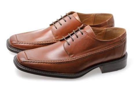 black shoes vs brown shoes