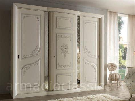armadi classici ante scorrevoli armadio 3 ante scorrevoli oliver con specchi armadio classico