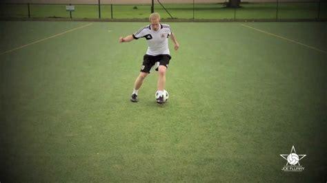 football skill moves tutorial learn how to do the scissors move football soccer 1v1