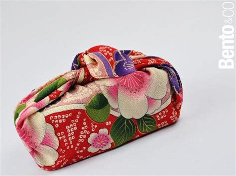 japanese gift wrapping cloth 17 best images about furoshiki on pinterest japanese fabric vintage fabrics and gift wrapping