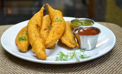 Su's Recipes: Mirapakaaya Bajji   Menasinakaayi Bajji / Mirchi Bajji /Mezhaga Bajji