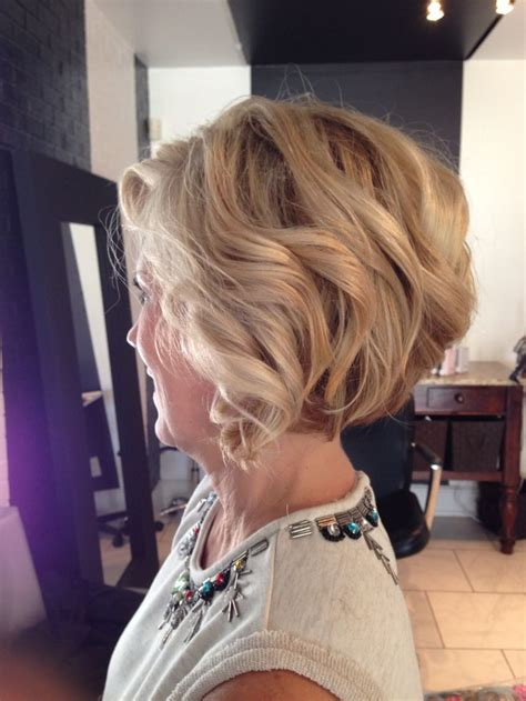 growing out stacked bob short stacked bob dimensional blonde highlights