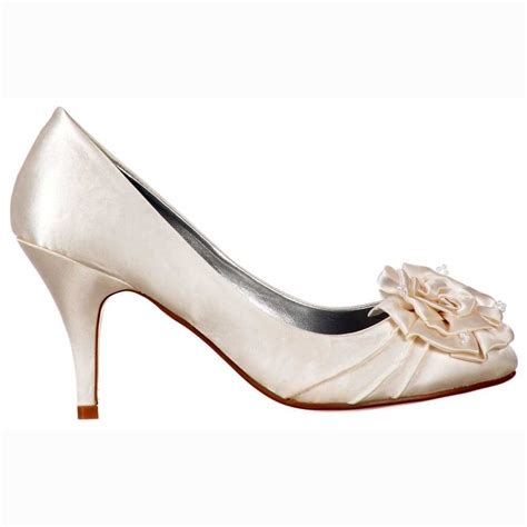 low heel wedding shoes shoekandi low kitten heel bridal wedding shoes flower