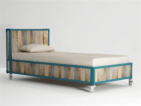 letti con ruote letto singolo in legno con ruote ak 14 letto singolo