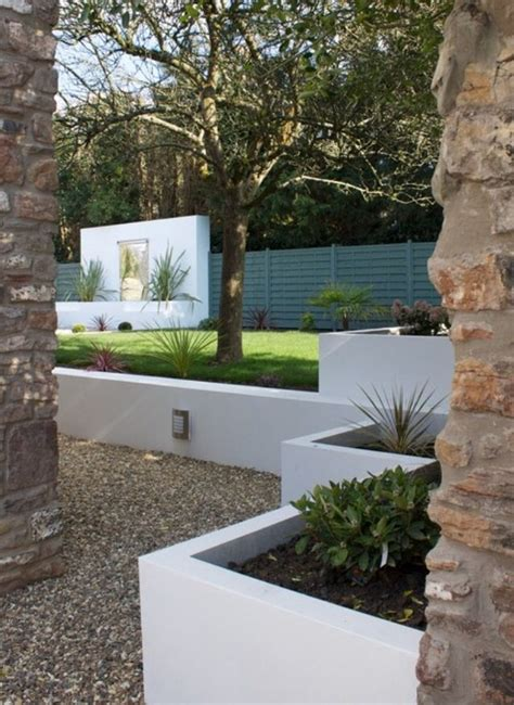 white garden walls 17 best ideas about concrete retaining walls on