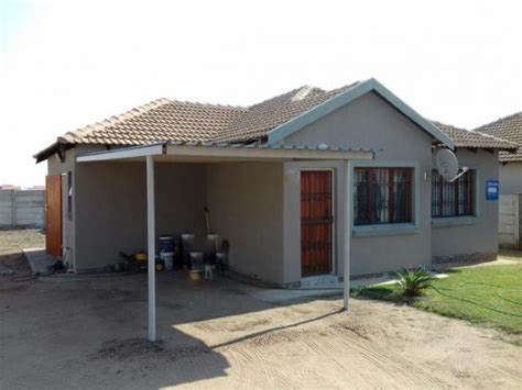 3 Bedroom House For Sale by 3 Bedroom House For Sale In Bendor Polokwane Limpopo