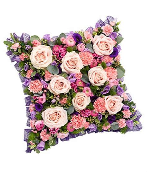 coussin de fleurs deuil livraison fleurs deuil coussin deuil carr 233 et violet floraclic