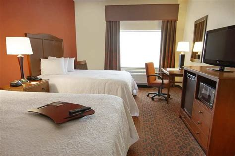 Hotel Rooms In Bangor Maine by Hton Inn Bangor In Bangor Hotel Rates Reviews On Orbitz