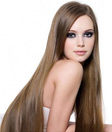 mujer con el pelo negro largo sano lujuriante foto de espectaculares peinados con extensiones
