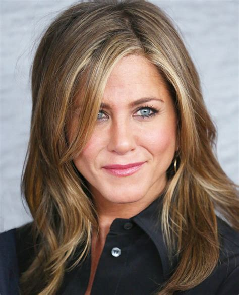 medium haircuts aniston can give a magic look with medium length hairstyles yasminfashions