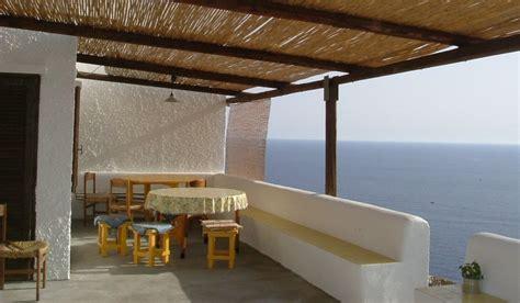 terrazzo o terrazza per la protezione di un terrazzo meglio barriere o sensori