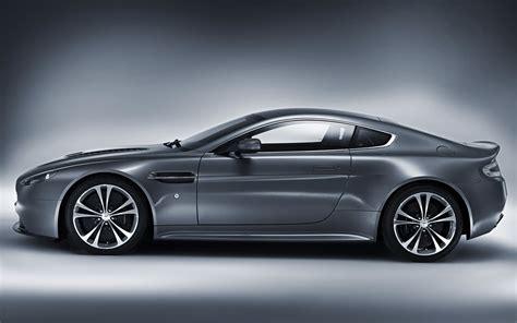 Aston Martin Horsepower by Aston Martin Teases 600 Plus Horsepower Vantage Gt3 Race Car