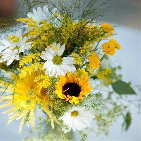 Beautiful Flowers and Unique Sunflower Wedding Decorating
