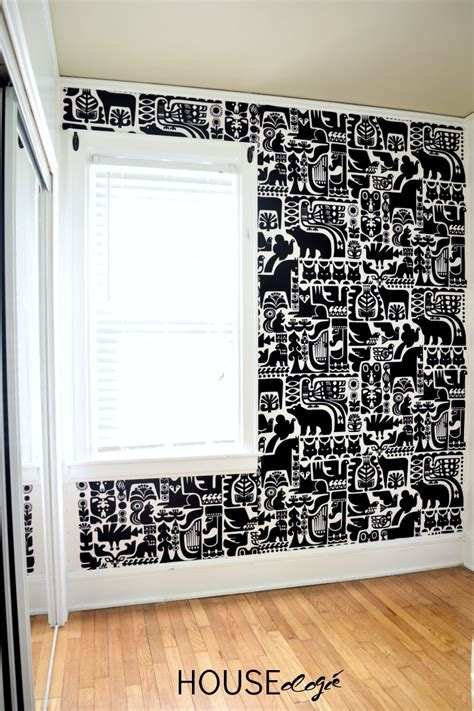 wand mit stoff bespannen 10 diy wall covering ideas designer trapped in a lawyer