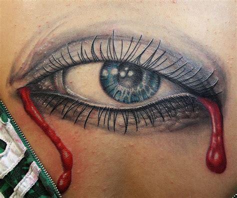 eye on design tatuaż oko ze łzami z krwi