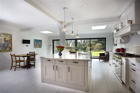 Classic fitted kitchens to perfectly complement your