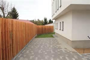 Moderne Gartenplanung In Neurppin Hradil Moderner Sichtschutz Holz