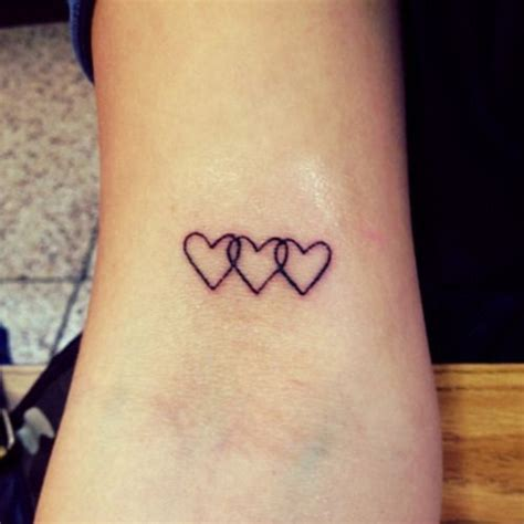 tiny heart tattoos 63 best images about tatuajes de corazones on