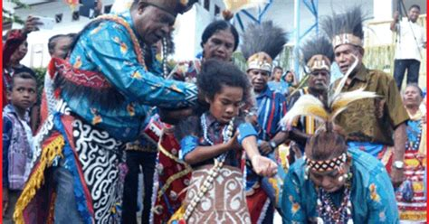 upacara adat papua barat lengkap penjelasannya seni budayaku