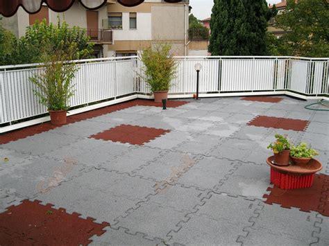 pavimento terrazza pavimenti per terrazze pavimento antiscivolo terrazza with