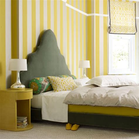 yellow bedroom wallpaper create a feeling of height bedroom wallpaper 10