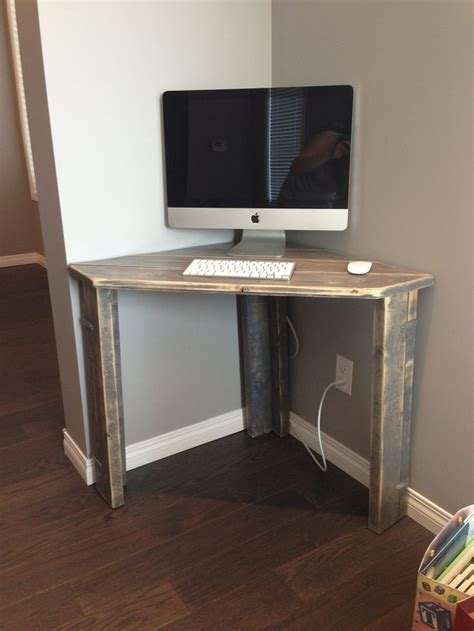 Small Corner Desk For Computer Best 25 Diy Computer Desk Ideas On Pinterest Computer Rooms Basement Office And Country Office