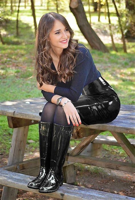 premier site  pretty girls wearing wellingtons