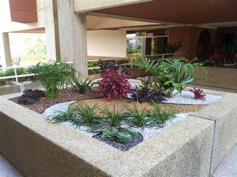 jardines con gravilla jardineras jardin garden plantas decoracion paisajismo