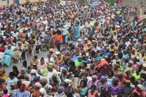 Free Food Giveaway Today - massive crowd turns out for sam adeyemi s daystar free food giveaway photos naira