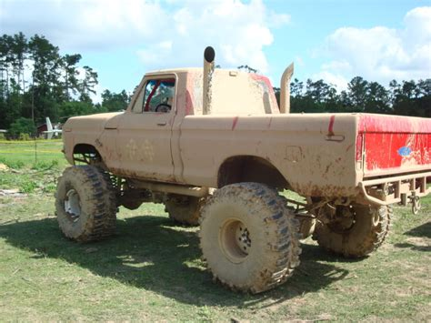 mud trucks lifted ford trucks mudding imgkid com the image