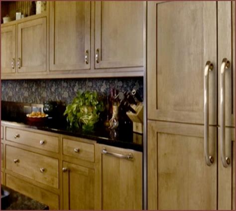 Kitchen Cabinet Knob Ideas - kitchen cabinet hardware ideas pulls or knobs home design