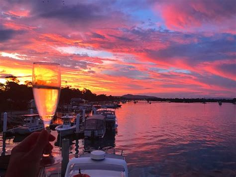 boat house noosaville sunset bubbles at noosa boathouse picture of noosa