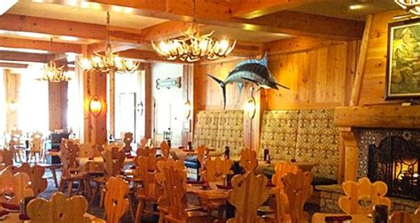 trophy room boyne everett s restaurant lounge boyne mountain resort boyne falls michigan