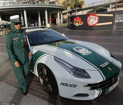 fastest police car dubai s bugatti veyron is the fastest cop car in the world
