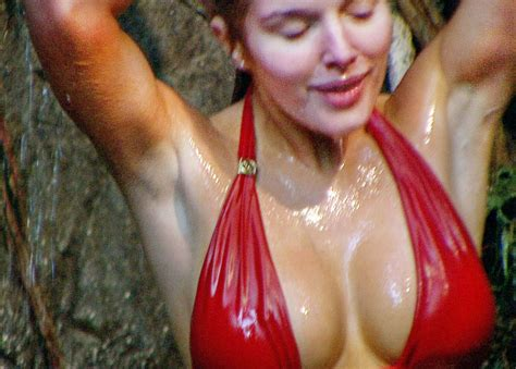 celebrity jungle who is out i m a celebrity jungle shower best bits mirror online
