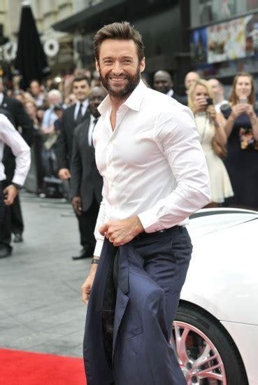 imagenes de wolverine sin camisa hugh jackman luce la camisa blanca en la versin para
