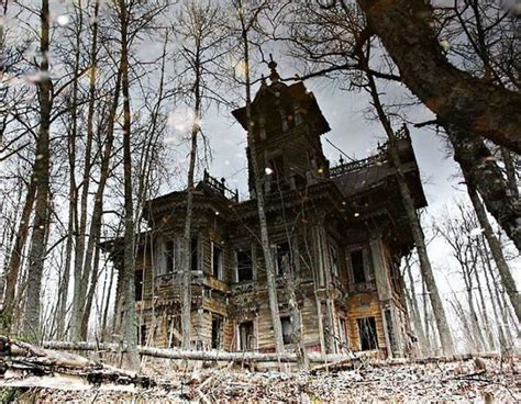 Beautiful Abandoned Places by 18 Hauntingly Beautiful Abandoned Houses Riot Daily