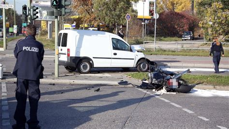 Motorrad Abmelden Berlin by Mann Bei Motorrad Unfall Schwer Verletzt Polizeiberichte