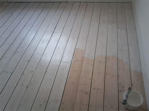White Washed Pine Floors   Shapeyourminds.com