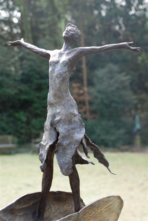 moderne beelden voor in huis bronzen beeld voor de tuin bronzen tuinbeeld beeld in de