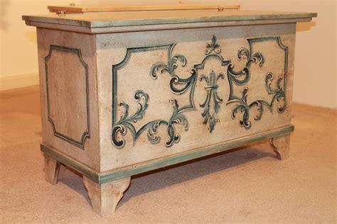 decori in legno per mobili cassapanca in legno con decori cassapanche