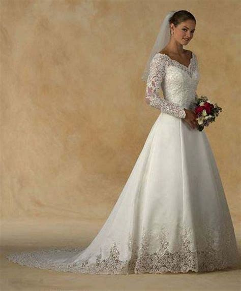 Long Sleeve Lace Appliques Ivory Satin Court Train Wedding