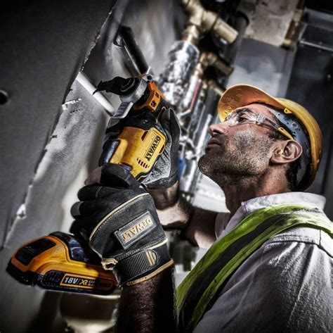 Dewalt Dcs355d2 Kr Li Ion Brushless Multi Tool dewalt dcs355d2 18v brushless multi tool with 2x 2 0ah li ion batteries 35 accessories