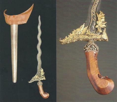 Buku A Of Swords keris nagasasra luk 11 koleksi museum leiden disebutkan dalam ilustrasi buku isaac groneman