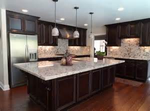 light granite with white cabinets 1000 ideas about light granite countertops on