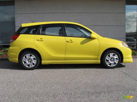 yellow toyota 2004 solar yellow toyota matrix xr 13827366 photo 2