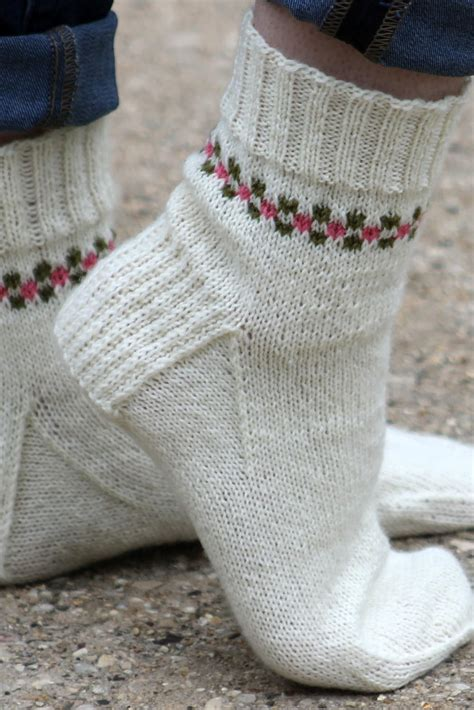 pattern socks knitting pansy path knit sock pattern allfreeknitting com