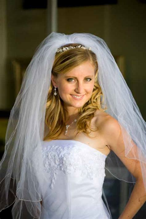 Wedding Hairstyles With Floor Length Veil by Ideas On Half Up And Half Wedding Hairstyles