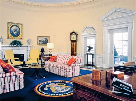 bill clinton oval office decor obama to clinton how 3 presidents decorated the oval